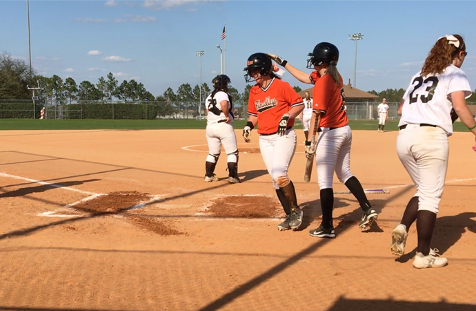 Oilers' Offense Arrives in Game 2 | Softball Splits
