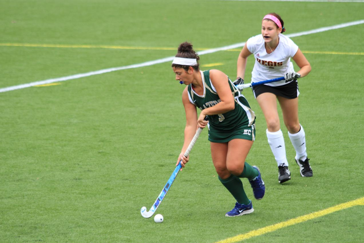 Regis Outlasts Field Hockey