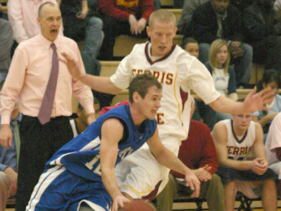 Bulldog Men Not Able To Hold On At Home