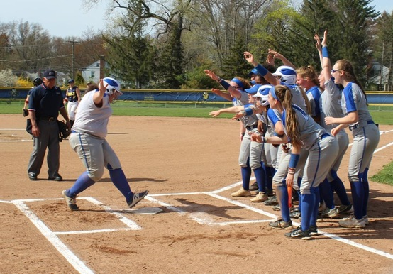 SOFTBALL ADVANCES IN GNAC TOURNEY WITH 5-2 WIN OVER USJ