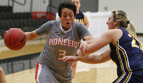 #5 Women's Basketball Suffers First Loss of the Season to Whitman