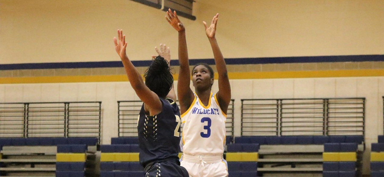 Women's Basketball Tops Pine Manor 72-62