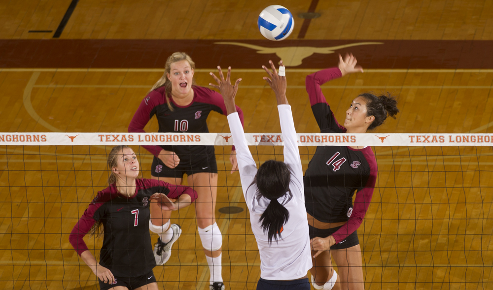 Volleyball Battles From Behind to Defeat UTSA in Five