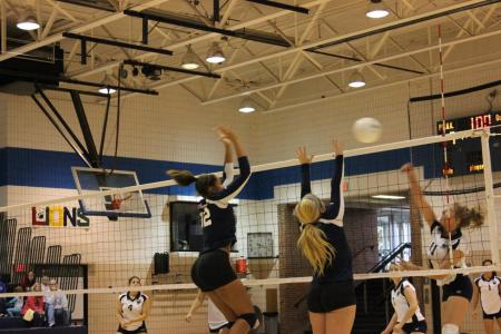 Women's Volleyball Downs New Kensington