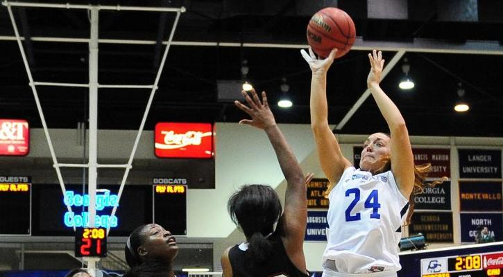 Thresia Elskamp grabs 14 boards, two steals and four assists