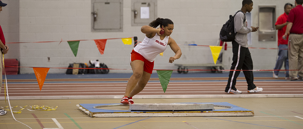 Women's Track Team Competes In Holiday Classic