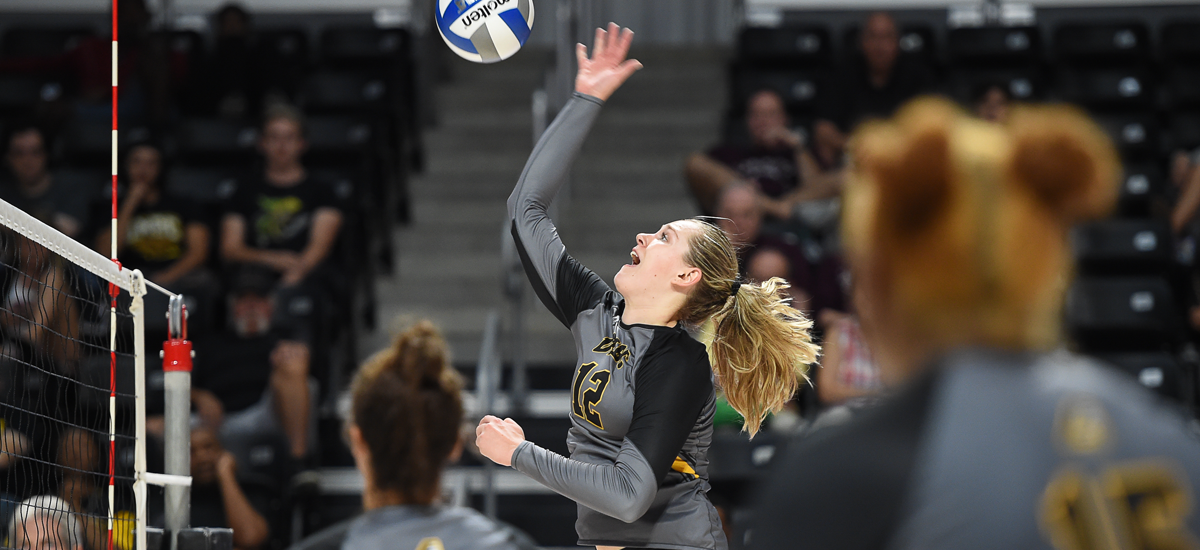 Van Noord's Big Match Not Enough as Volleyball Falls in Four Sets to Delaware