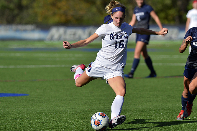 First-Half Scoring Leads Women's Soccer Past Medaille