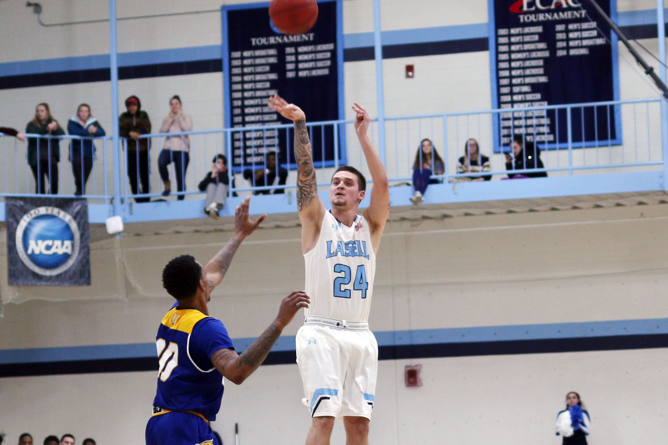 Johnson & Wales rallies past Lasell Men's Basketball