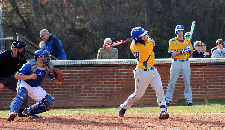 Baseball Drops 3-2 Decision in Extra Innings