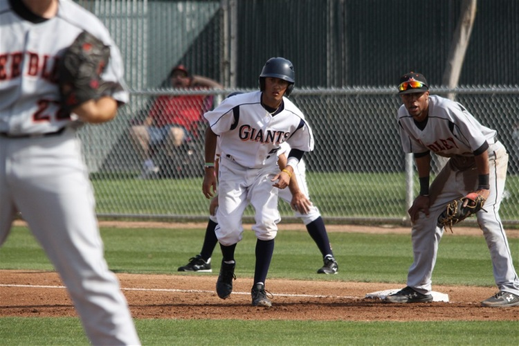 Giants drop series to Reedley; idle for a week before facing FCC