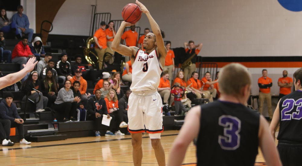 Men's basketball takes down Blackburn on road