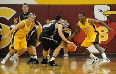 Men's basketball suffers first loss of season at Hood