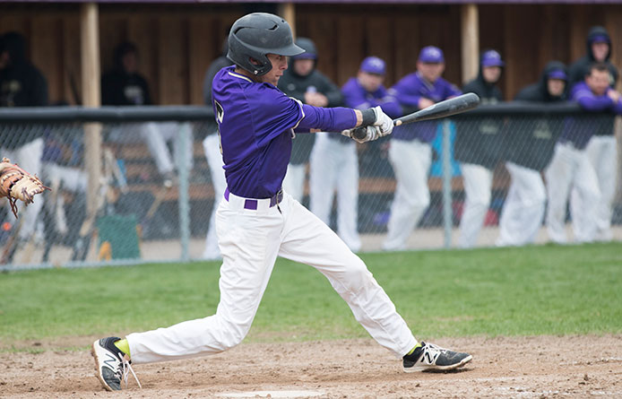 Southworth's walk-off single caps late rally, Purple Knights win, 6-5, in 10 innings