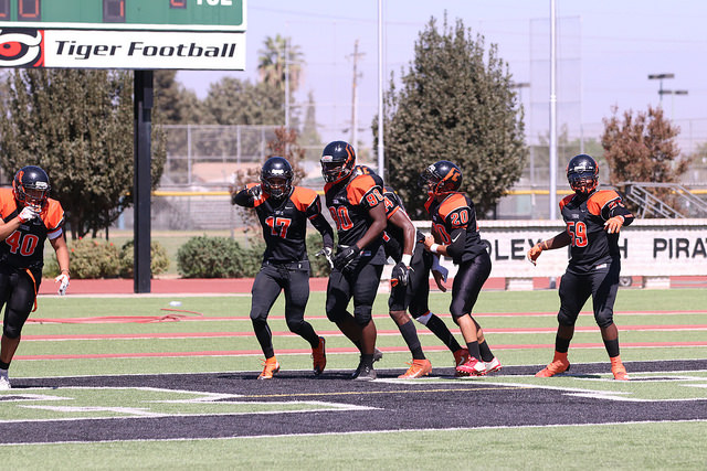 Reedley Wins 35-12 Over Foothill, Improves to 4-0