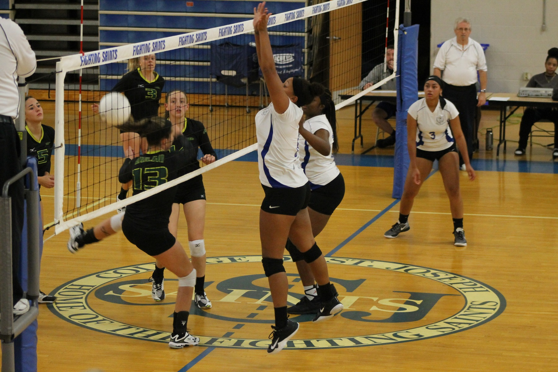 Volleyball prepares for weekend in Maine
