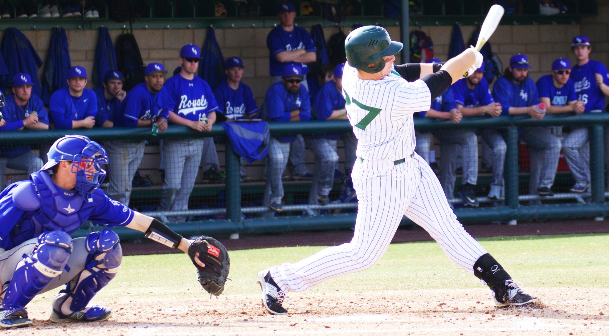 Baseball drops doubleheader to No. 25 Cal Lutheran