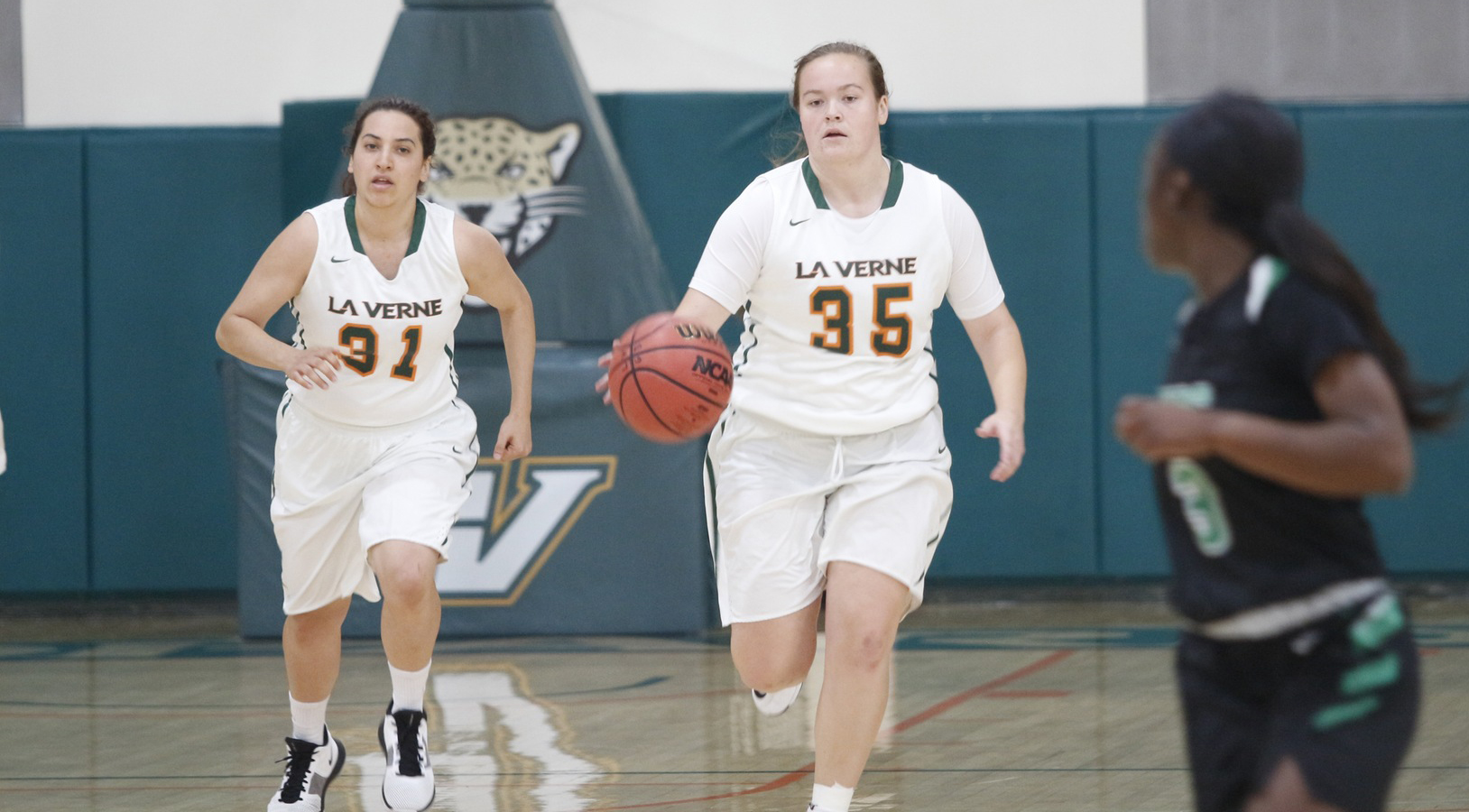 Horn Leads Women's Basketball Past Yellowstone