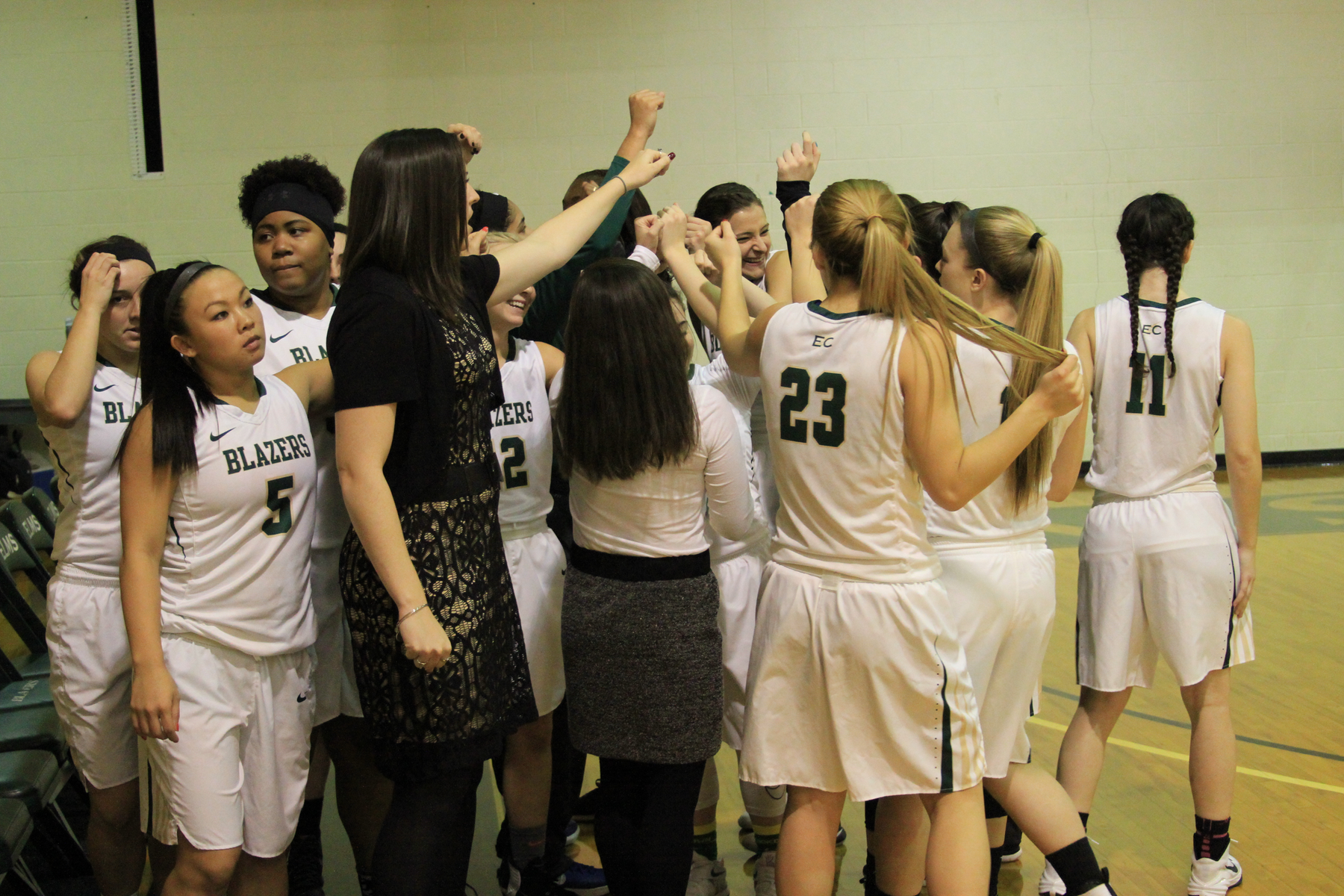 Becker Edges Women's Basketball