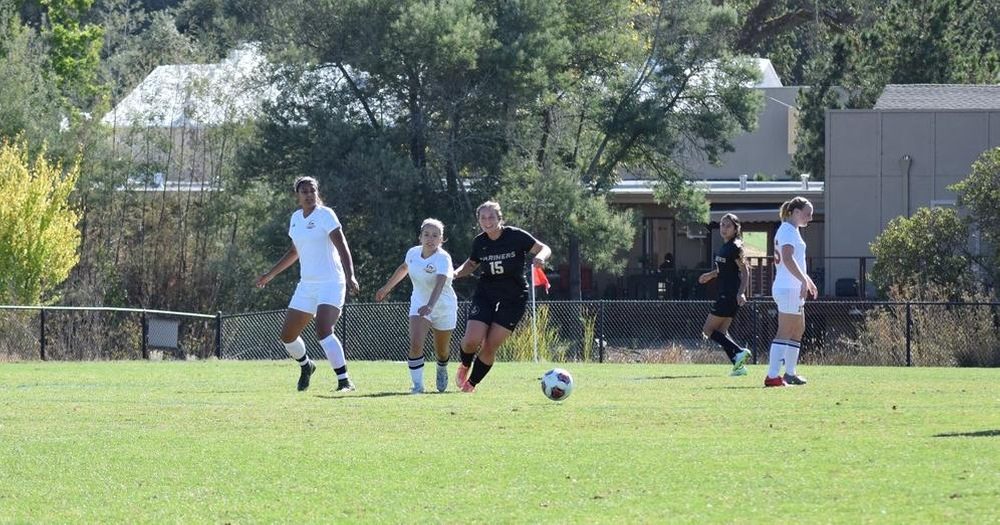 Bella Santia Helps COM Women's Soccer Upends Los Medanos 2-1