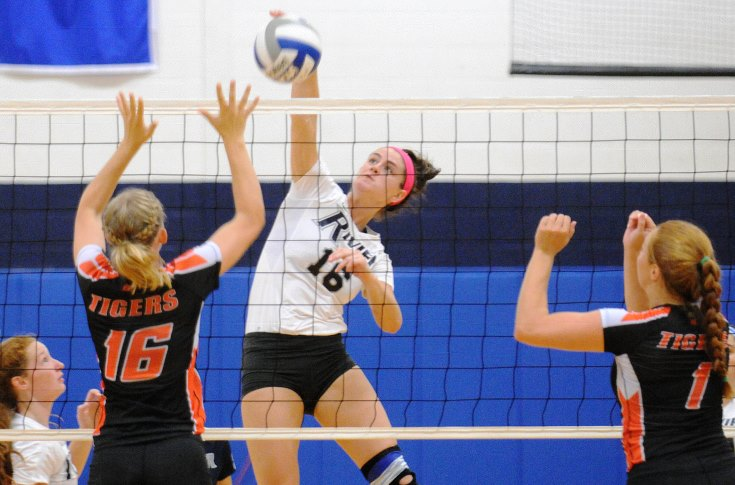 Women's Volleyball: Raiders split non-conference tri-match at the Muldoon