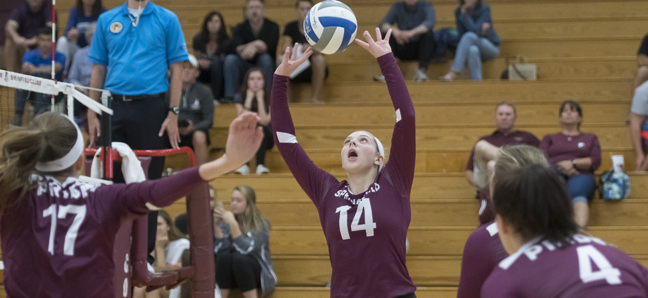 Women's Volleyball Splits With Westfield State and Roger Williams