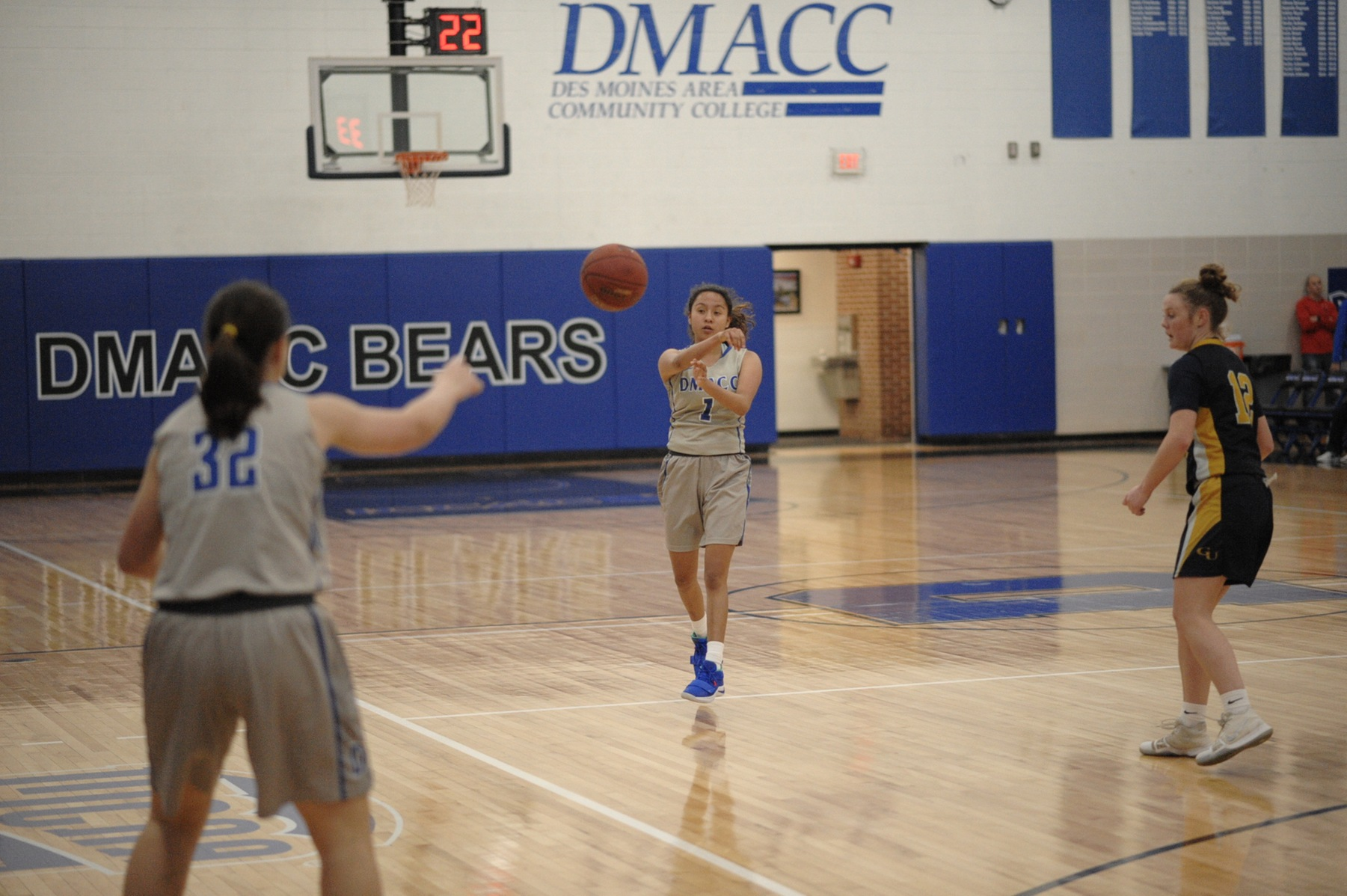 DMACC women's basketball team falls to NENEB, defeats MMUJV in Hawks Classic