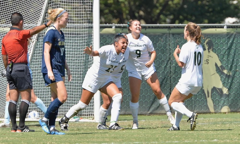 WOMEN'S SOCCER UNDONE BY LATE HEADER IN 2-1 LOSS TO UC DAVIS