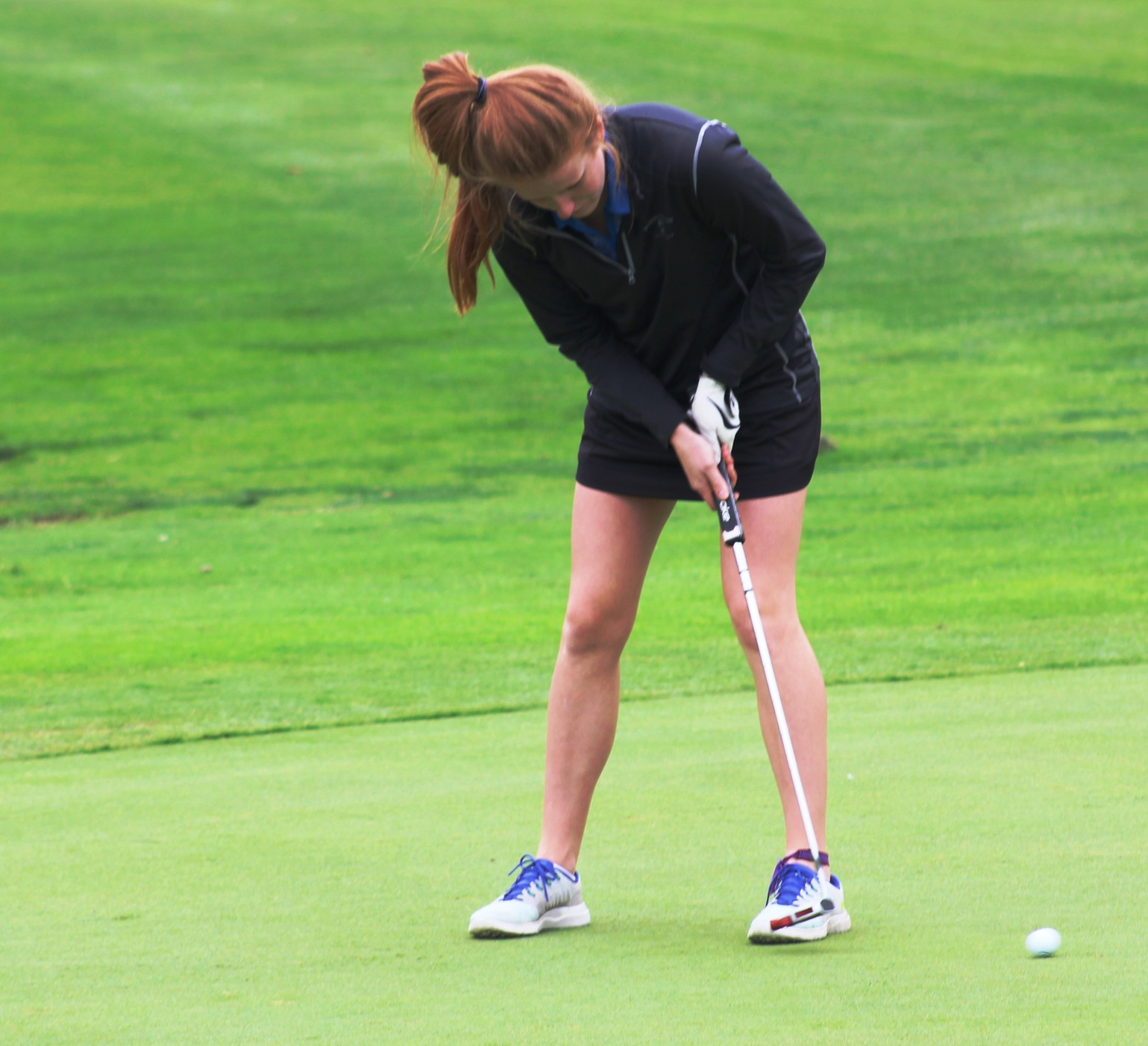 NIACC's Ashley Alert makes a putt during Tuesday's round.