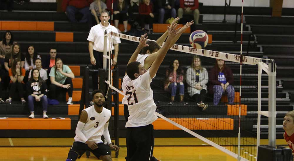 Men's volleyball falls in three sets to No. 6 Carthage