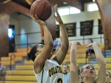 Majors Tip Lady Petrels in Overtime