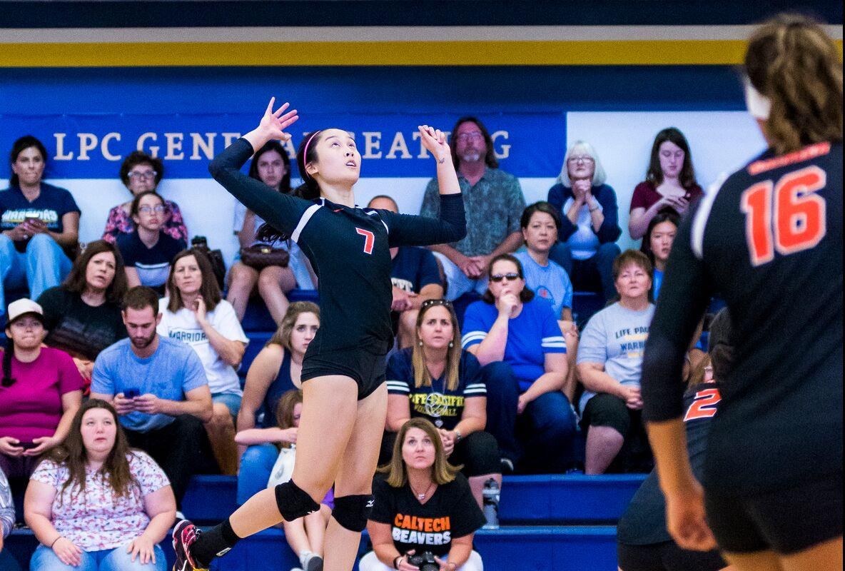 Volleyball Forces Extra Points in First Set at Redlands