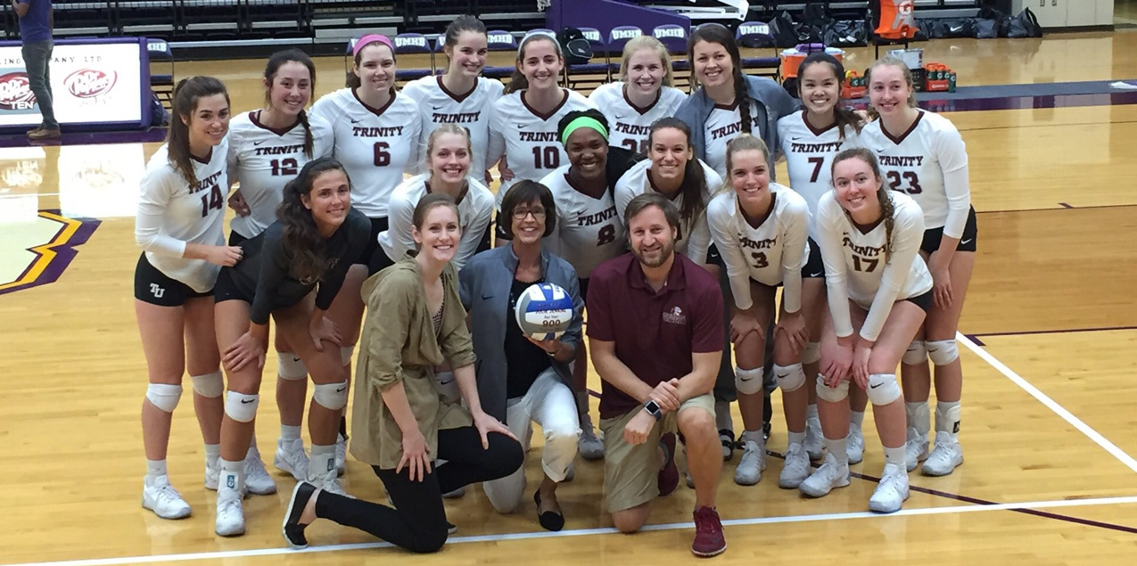 Jenkins Becomes Third D3 Volleyball Coach to 900 Wins