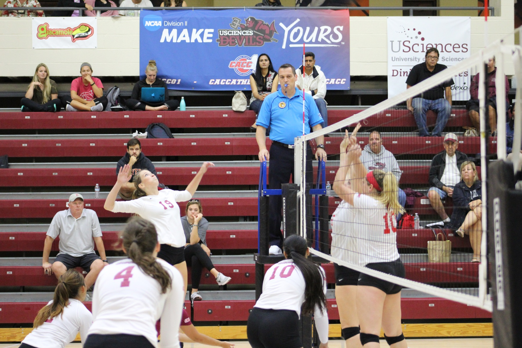 Women's Volleyball Closes Non-Conference Play with Sweep of Lincoln