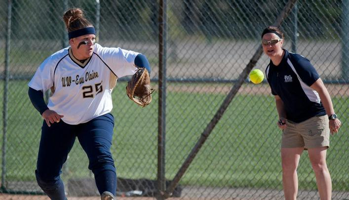 Softball on Spring Break - Blugolds Picks up a Pair of Wins on Day One