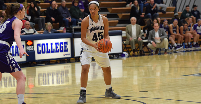 Nadine Ewald '20 looks to drive to the basket in the second half versus The University of Scranton.