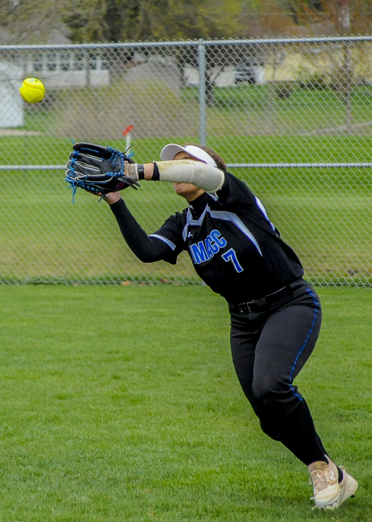 DMACC softball team splits doubleheader against NIACC