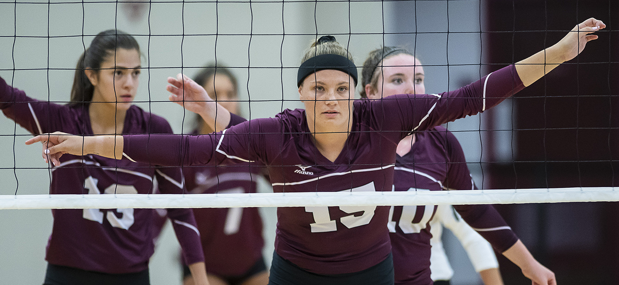 Women's Volleyball Breezes Past St. Lawrence, 3-0