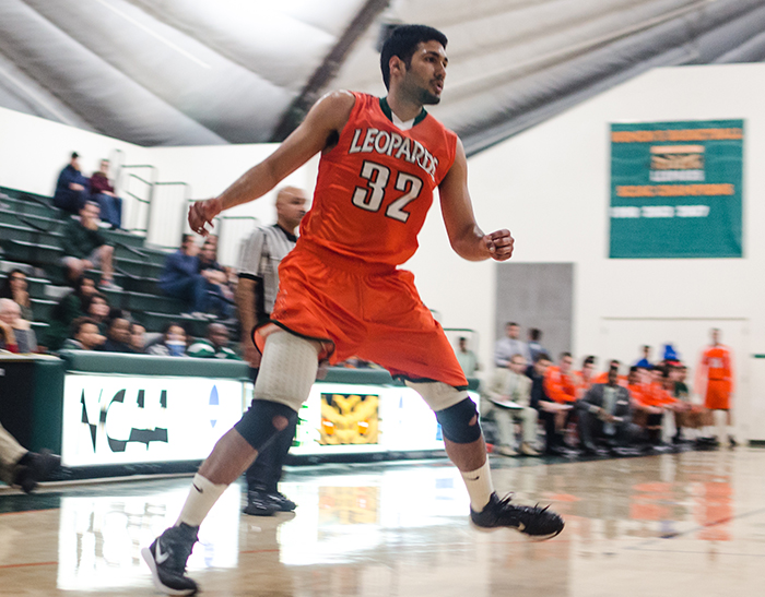 Men's Basketball shoots past Occidental, 75-73