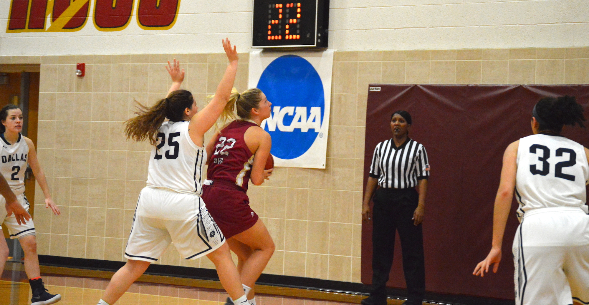 'Roos Roll Past Dallas for 10th SCAC Win