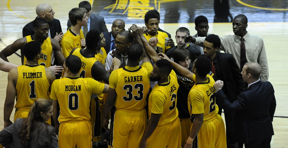 Men's Basketball Faces First-Place Vermont in Burlington on Saturday Afternoon