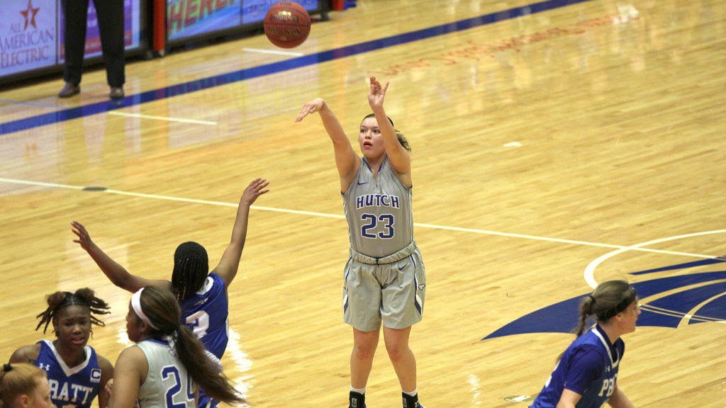 Makayla Vannett hits three 3-pointers in No. 4 Hutchinson's 69-38 Jayhawk West win over Pratt on Saturday at the Sports Arena. (Bre Rogers/Blue Dragon Sports Information)