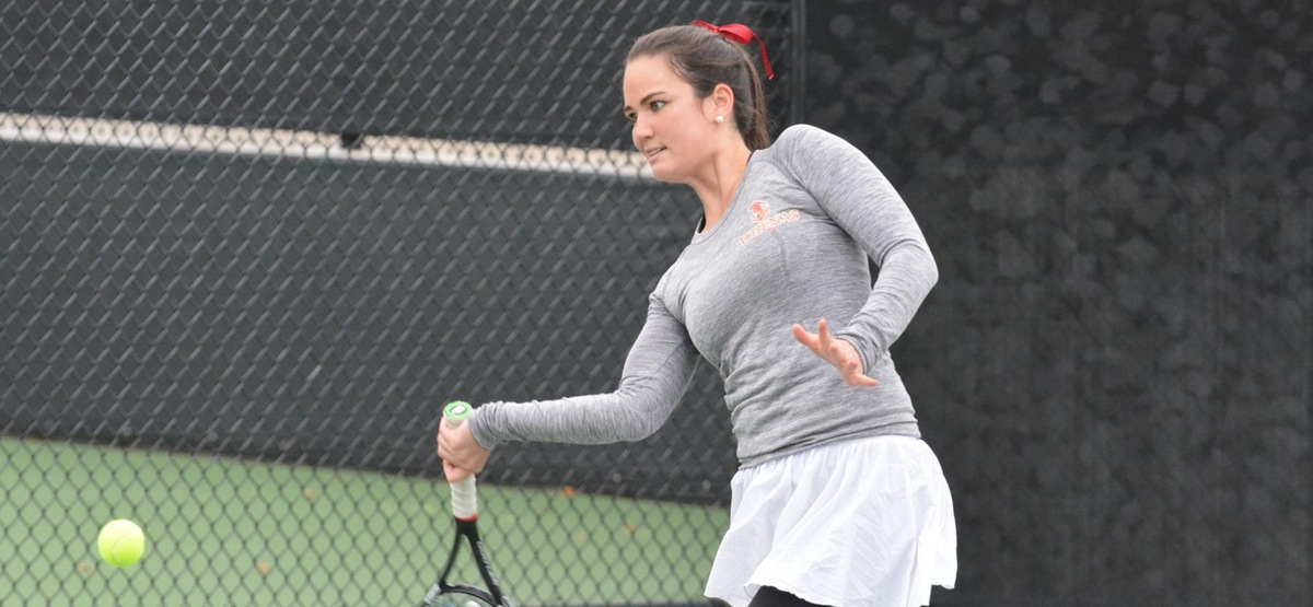 Senior Jessie Cruz won two singles matches while dropping only one game, winning 6-0, 6-0 and 6-0, 6-1