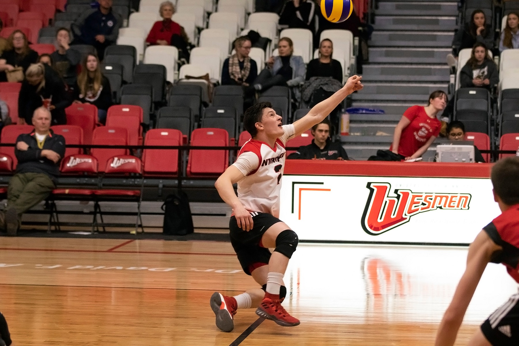 Libero Darian Picklyk lunges to keep a ball alive during the Winnipeg Wesmen's straight-sets win over the Manitoba Bisons on Saturday, February 2, 2019. (David Larkins/Wesmen Athletics)
