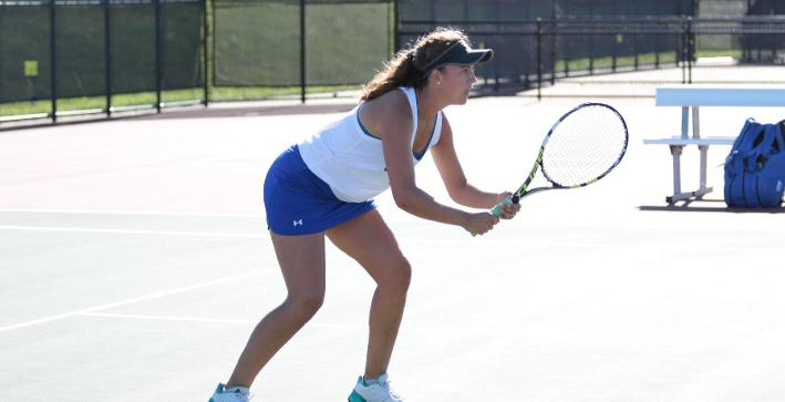 Women's Tennis nets win over Alverno