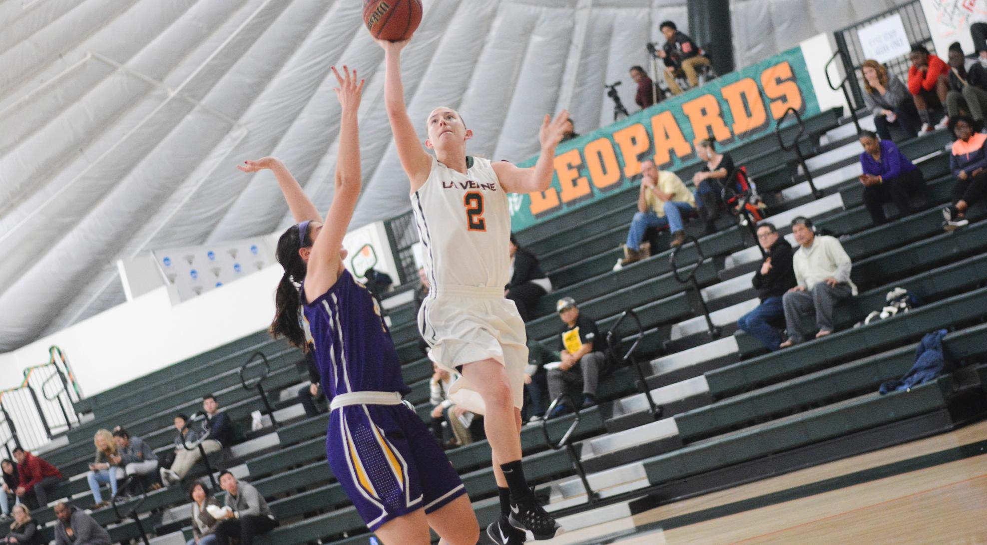 Women's Basketball falls at Thousand Oaks, 77-72