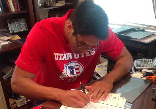 Freshman Chris Reyes has signed a scholarship offer with the University of Utah.