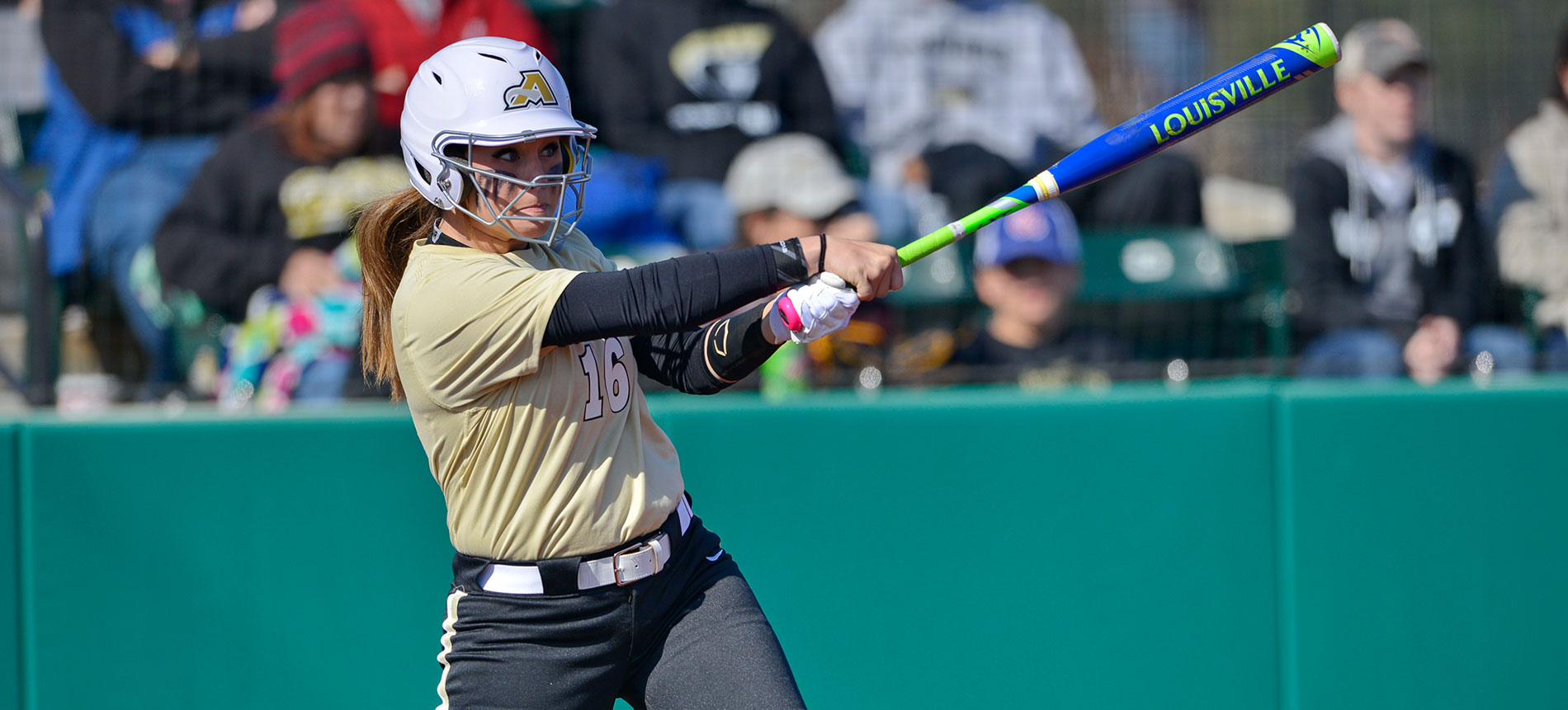 Softball Wins Game Two to Split with Lees-McRae