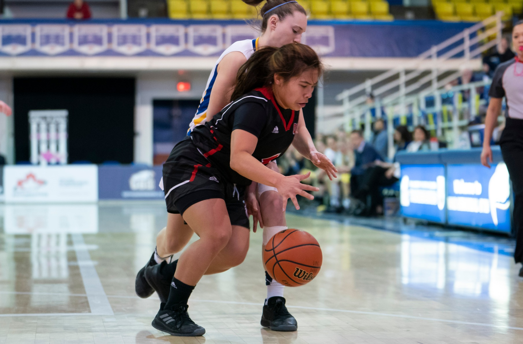 Wesmen guard Farrah Castillo dribbles against pressure during Winnipeg's 67-64 playoff victory over the UBC Thunderbirds, Saturday, February 9, 2019 in Vancouver. (Rich Lam/UBC Athletics)