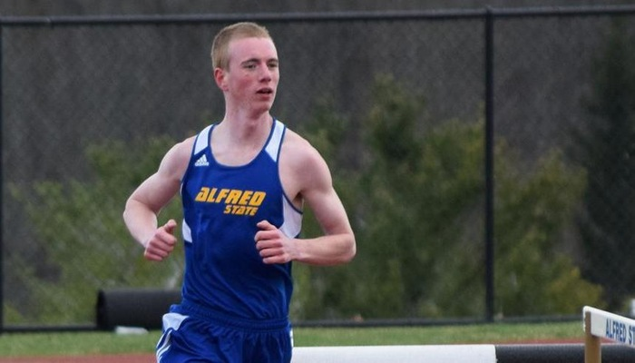 Hanss Qualifies for ECAC's